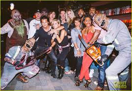 halloween horror nights 2015 dates luke evans u0026 zoe saldana check out the frights at universal u0027s