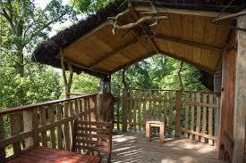 chambre cabane dans les arbres passer une nuit en cabane dans un arbre perche 28
