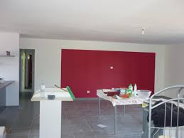 cuisine blanche mur framboise idee deco cuisine couleur taupe