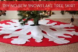 how to make a diy no sew tree skirt curbly