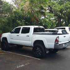 looking for a toyota tacoma looking tacoma although it is a big to be parking