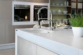 cuisine silestone silestone explore toutes les facettes du blanc cuisines et bains