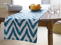 table runner or placemats 1345 best table runners images on pinterest dinner table