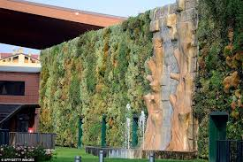 wall of beauty shopping centre combines fashion and nature with