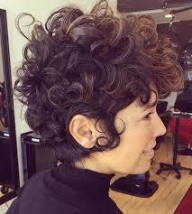 Bob Frisuren Naturlocken by Kurze Haare Kurzhaarfrisuren Naturlocken Haar In Zwei Farben