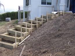 garten treppe gartentreppe selber bauen holz hang haus steil garten
