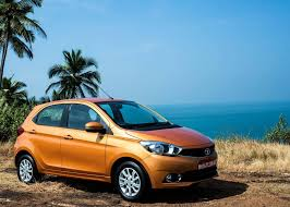 kwid renault 2016 top 10 selling cars in august 2017 tata tiago inches closer to