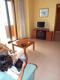 canape salon salon avec canapé et tv chaine espagnol seulement picture of