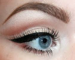 25 best ideas about eyeliner for small eyes on makeup for small eyes eyeliner small eyes and small eyes makeup