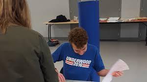assesseur bureau de vote présidentielle 2017 cet assesseur d un bureau de vote fait marrer