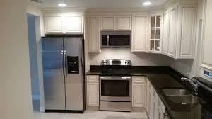 meuble cuisine four cuisine équipée près lit élégant cuisine meuble cuisine four