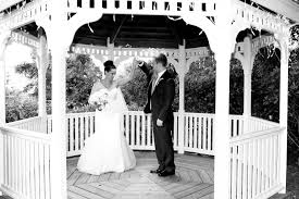 sunny cape cod wedding at coonamessett inn featuring one step