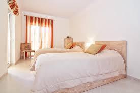 couleur chaude pour une chambre mobilier pour chambre à coucher moderne dans les couleurs chaudes