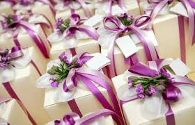 how much for wedding gift how much do people really spend on wedding gifts credit com