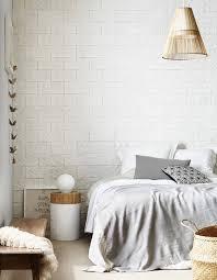 papier peint trompe l oeil chambre une chambre blanche rythmée par du papier peint trompe l œil la