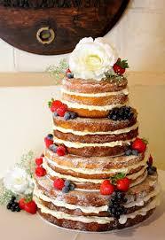 hochzeitstorte erdbeeren torte dekorieren mit erdbeeren 88 beispiele für torten die