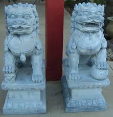 shishi statue dharma talk of lions and dogs desert zen center chùa thiên ân
