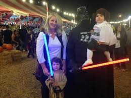 Family Of 6 Halloween Costumes by How Clint Case Won Halloween With A Tauntaun Riding Luke Skywalker