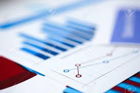 bloc note sur bureau documents de statistiques financières sur le bloc notes à agrandi de