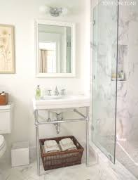 Unique Small Bathrooms Fixer Uppers Best Bathroom Flips Idolza