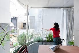 Schlafzimmer Und Bad In Einem Raum Wohnhaus Von Ryue Nishizawa Vertikaler Garten In Tokio
