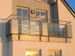 edelstahl balkon mit glas balkon in edelstahl mit glas und lochblech metallbau weiß