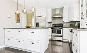 Decoration Cuisine Blanche by Cuisine Shaker Style Kitchen With Lacquered Cabis And Mat Granit
