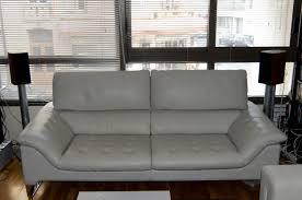 canapé home salon salon arrivée d un canapé et des pieds d enceintes delphes home