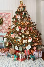 Latest Christmas Tree Decorations Diy Tips On Decorating A Christmas Tree With Golden Baubles Ribbon