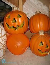 plastic pumpkins fall tablescape with transformed pumpkins remodelando la casa