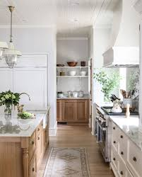 oak kitchen cabinets a comeback the kitchen trend i am so excited to see is back elizabeth