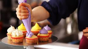 cupcakes decorating classes london decorating cupcakes using