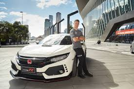 first honda stoffel vandoorne takes the first honda civic type r in australia