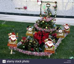 gravesite decorations christmas decoration ideas for decoration ideas avec
