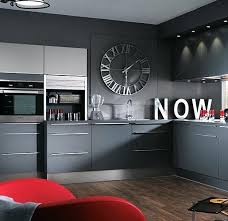pendule de cuisine design horloge de cuisine design horloge avec chiffres romains dans une