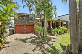 House Lots Lumina Luxury Comfort And Lots Of Style Holiday House Culburra