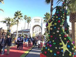 Universal Studios Christmas Ornaments - photowalk through universal studios hollywood grinchmas 2016