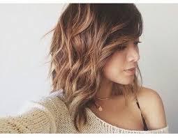 idã e coupe de cheveux mi les 25 meilleures idées de la catégorie cheveux mi longs bouclés