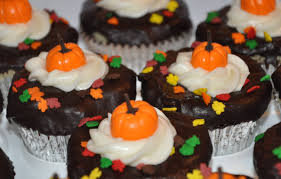 thanksgiving cupcake cake ideas thanksgiving cupcakes starring fondant pumpkins and some other