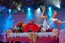 file ceelo green performing with the muppets at the rockefeller