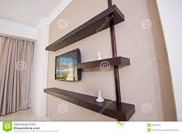 mensole sotto tv tv e mensole in un appartamento immagine stock immagine di