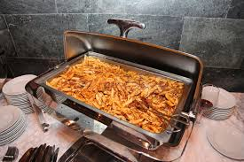 cuisine italienne pates photo de bain en acier ouvert sur le support avec un plat de