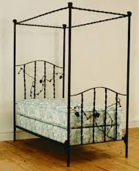 Wrought Iron Canopy Bed Vineyard Design Wrought Iron Canopy Bed