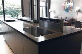 plan de travail cuisine resistant chaleur plan de travail en solid surface de cuisine résistant à la