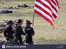 Civil War Union Flag Pictures Union Soldiers Walking In Battle With A Tattered Flag In The Civil
