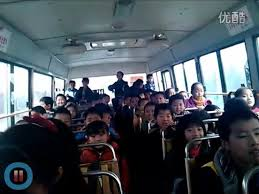 Internet Meme Song - bus of schoolchildren sing popular chinese internet meme song