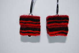 felt earrings felt earrings mostlyshadesofpurple