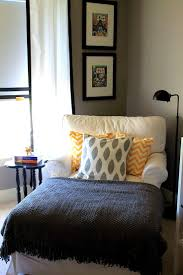 Bedroom Chairs With Ottoman by Best 25 Comfy Reading Chair Ideas On Pinterest Reading Chairs