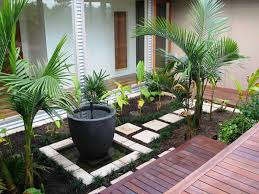 Garden Ideas For A Small Garden Low Budget Garden Ideas In A Small Garden By Using The Secondhand