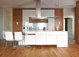 cuisine bois et blanc laqué cuisine bois et blanc dans un appartement en 25 ides dans